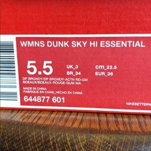 Woman dunk sky hi essential